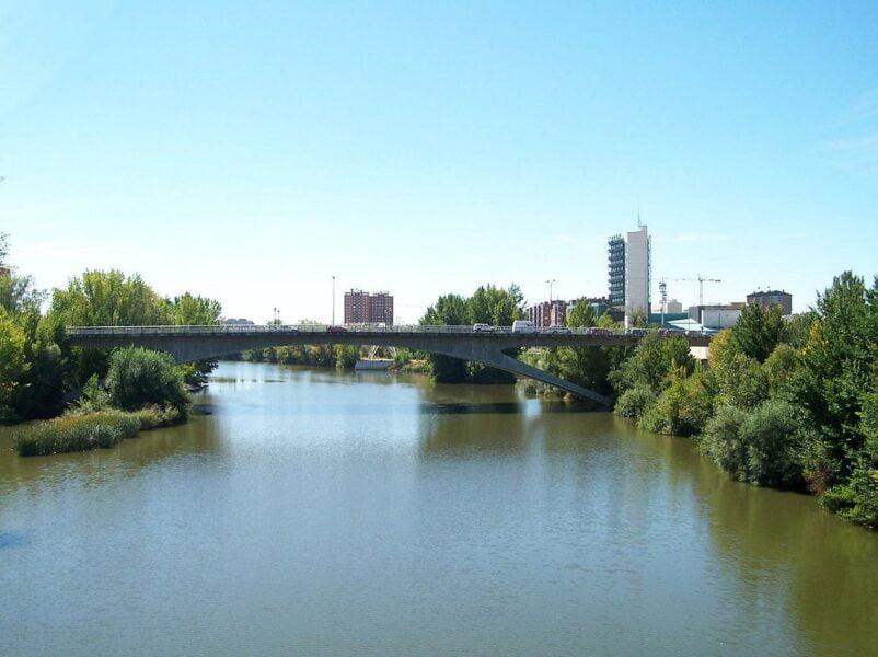 Río Pisuerga Puente Juan de Austria en Valladolid