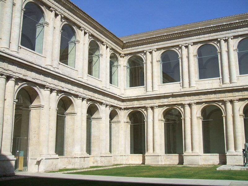 Patio herreriano del museo de arte contemporáneo de Valladolid