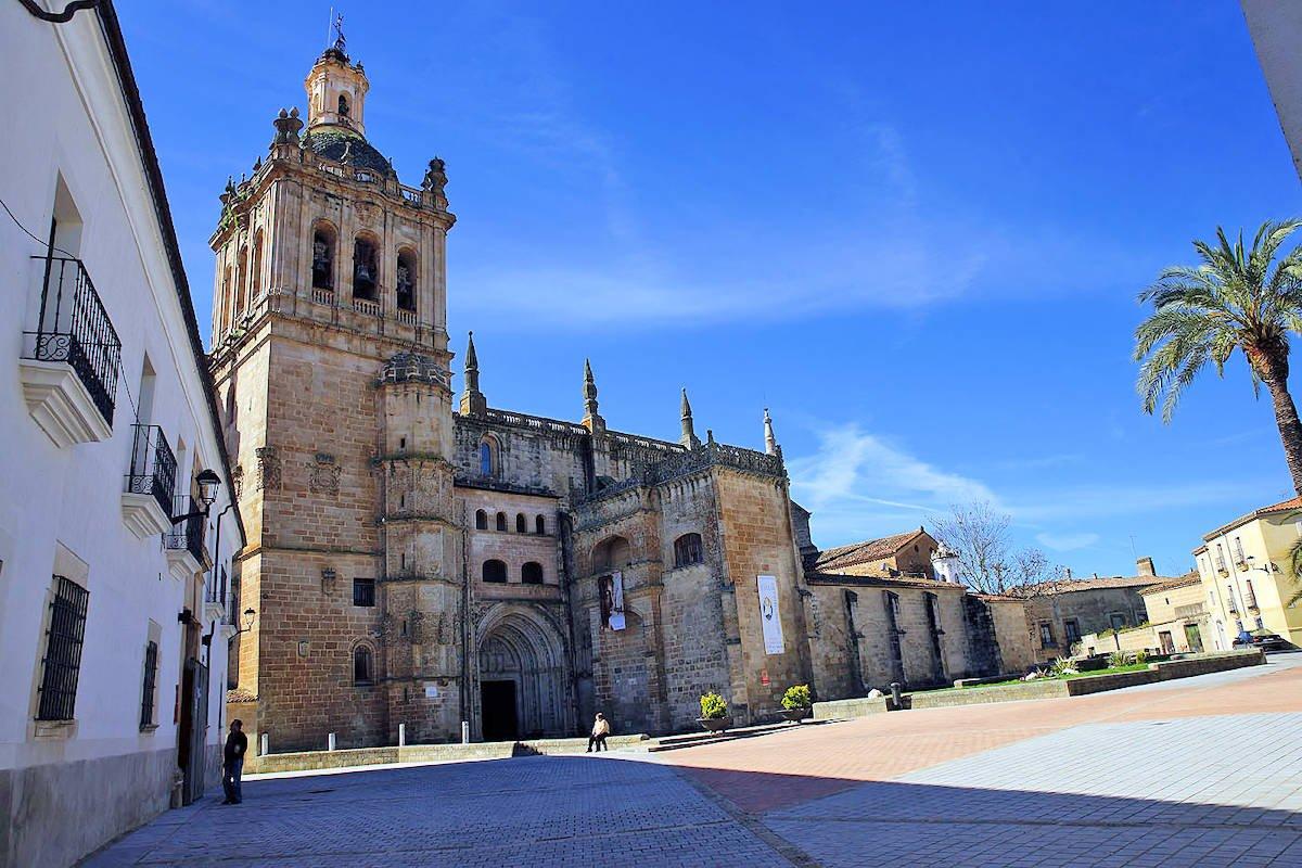 Coria-Catedral-Santa-María-de-la-Asunción-Puerta-del-Perdón