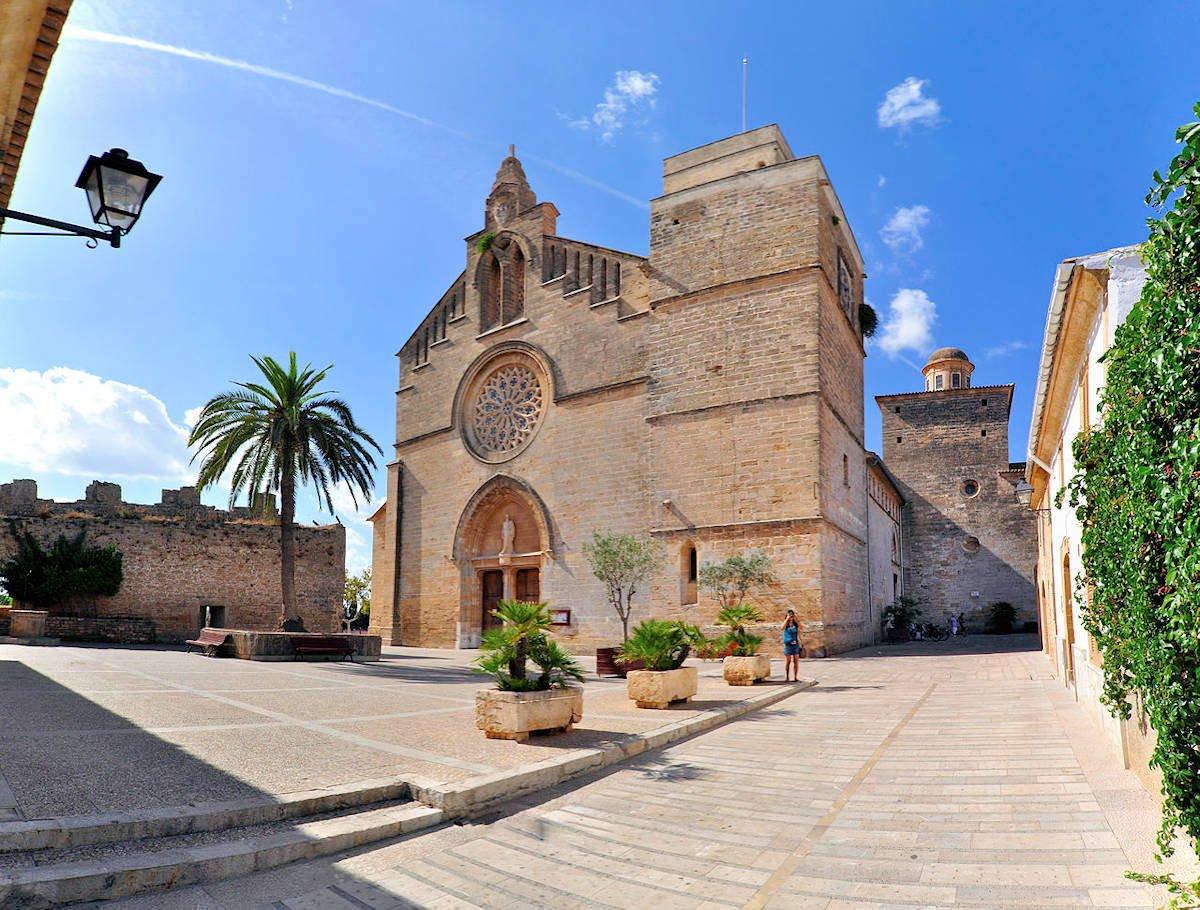 Iglesia-de-Sant-Jaume-Alcúdia-Mallorca