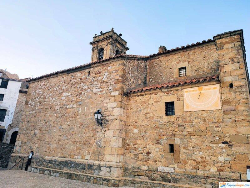 Parte lateral de la Iglesia del Salvador en Culla