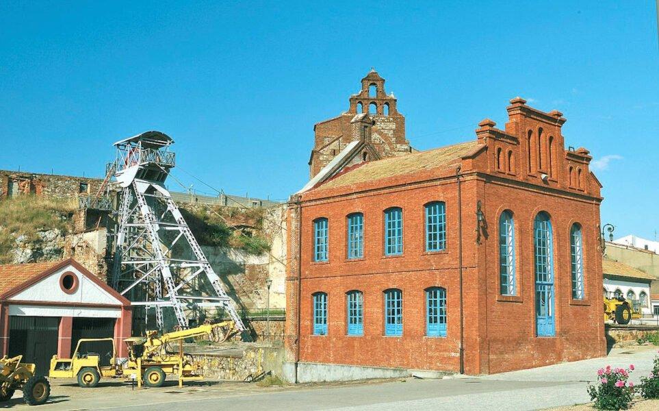 Castillete del pozo de la mina