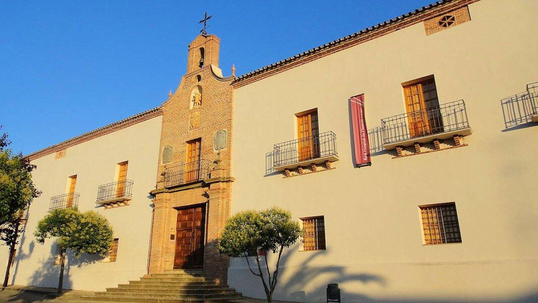 Fachada del Real Hospital de Mineros de San Rafael en Almadén