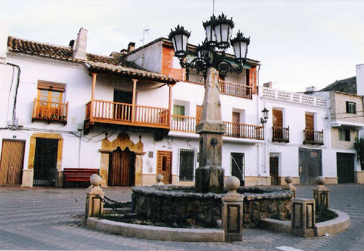 Plaza-Mayor-de-Enguídanos-Cuenca