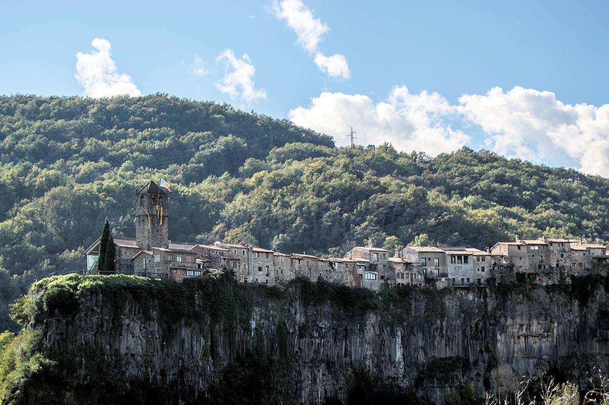 CASTELLFOLLIT DE LA ROCA-Pueblos más bonitos de Girona