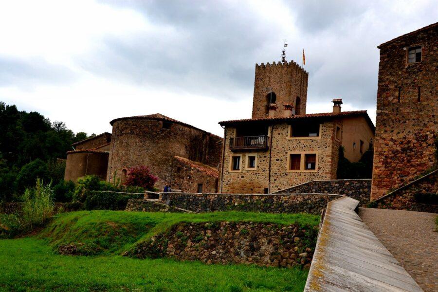Santa Pau. Castillo Torre Homenaje y Capilla