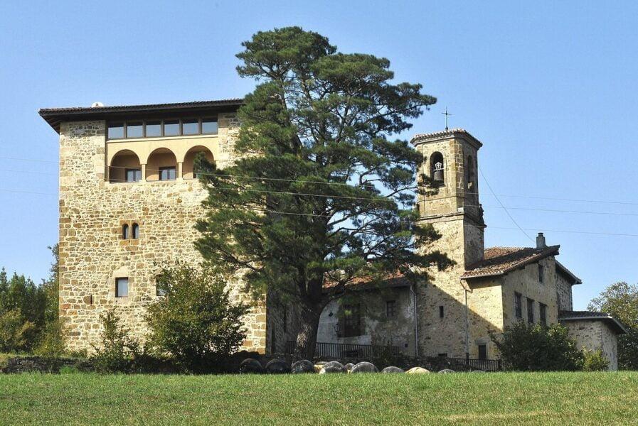 Iglesia y Torre de Galarza en Aretxabaleta
