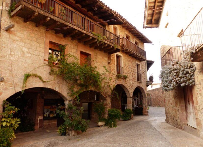 Viajar a Santa Pau, un atractivo pueblo de Girona
