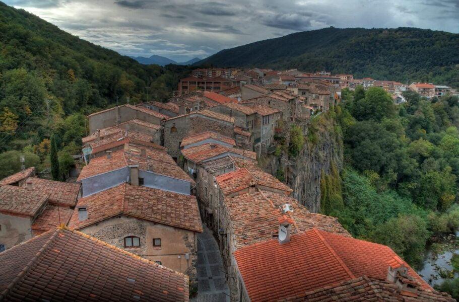 Visitar Castellfollit de la Roca en Girona