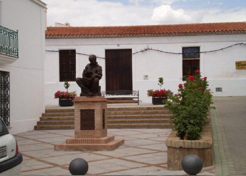 Monumento al canastero en la Plaza de España