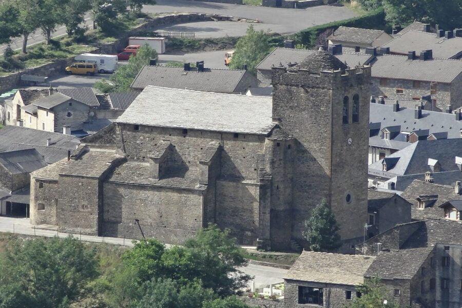 Iglesia San Pedro Apóstol en Broto