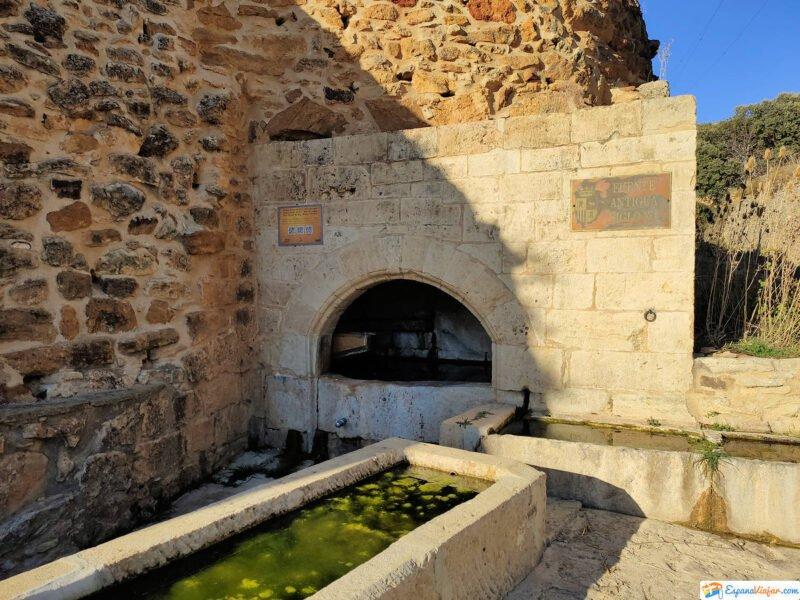 Fuente antigua del siglo XV