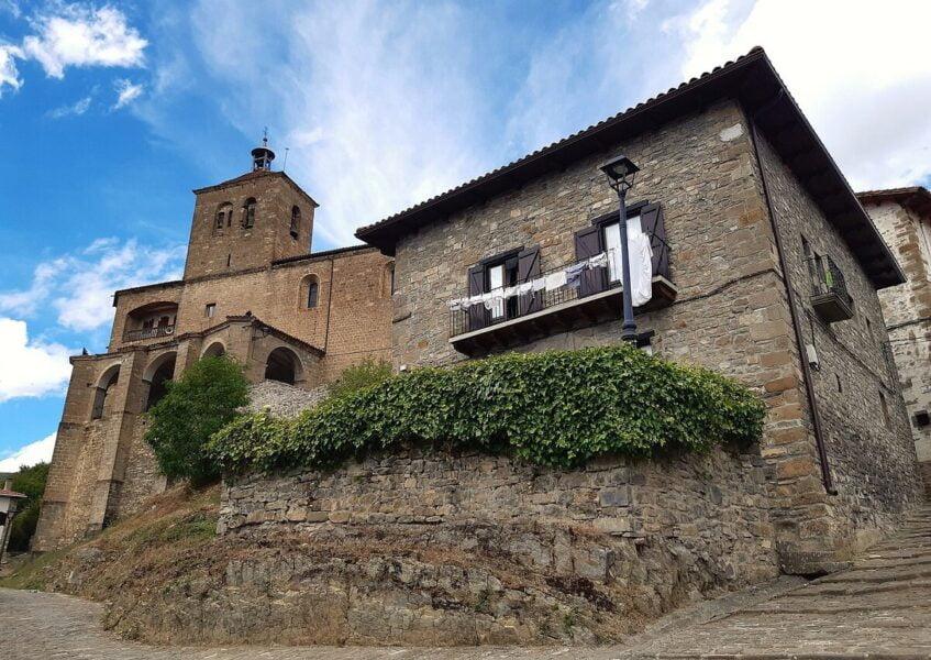 Iglesia de San Esteban en Roncal