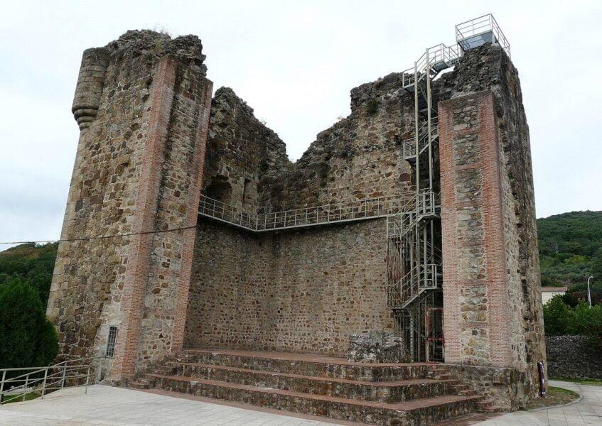 Restos Castillo de Valverde de la Vera