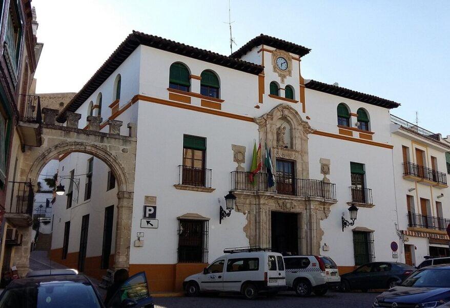 Casa Consistorial y Arco de la Villa en Alcaudete