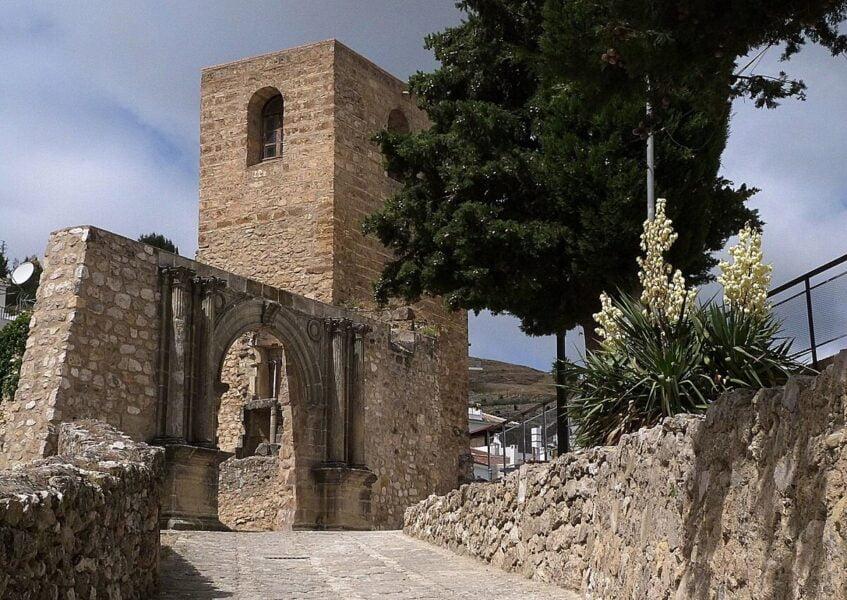 Muros y Torre Homenaje Castillo de La Iruela