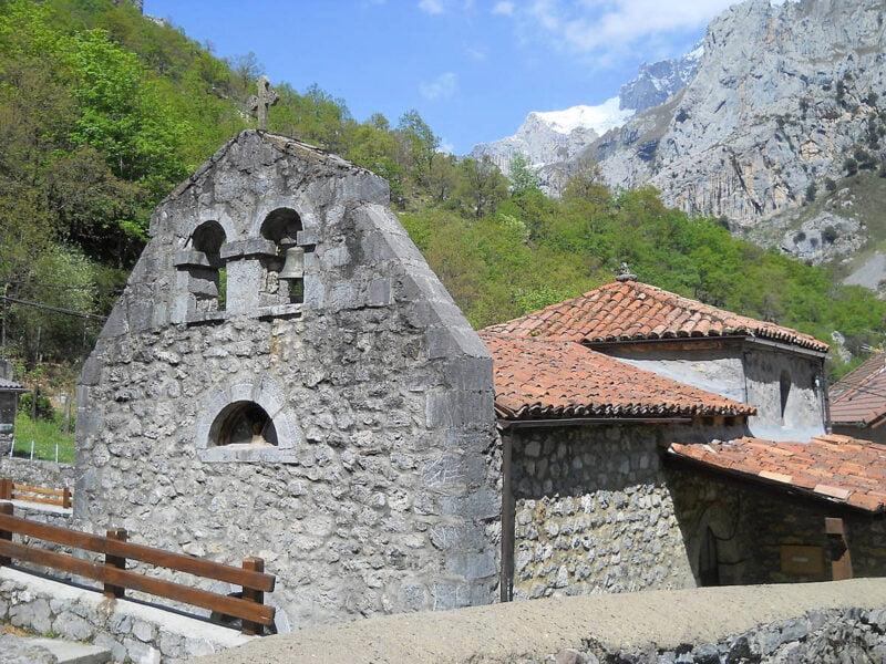 Iglesia de Santo Tomás en Caín