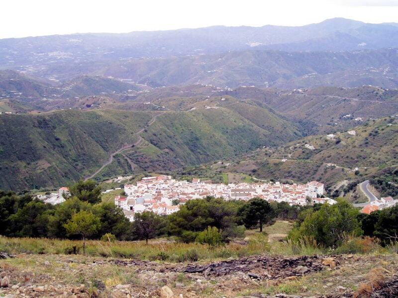 Visita Canillas de Aceituno en Málaga