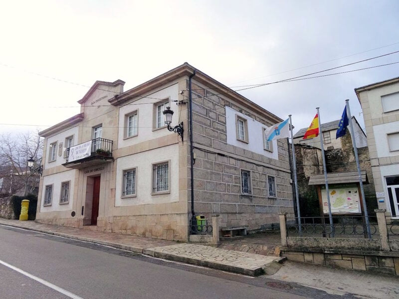 Casa do concello de Manzaneda