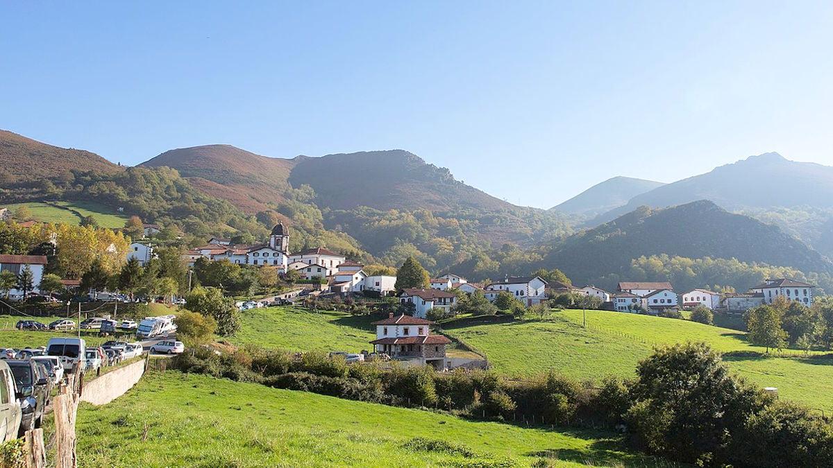 ZUGARRAMURDI-Pueblos más bonitos de Navarra